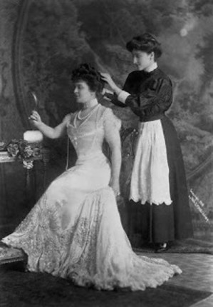 1908_mrs_george_jay_gould_with_maid